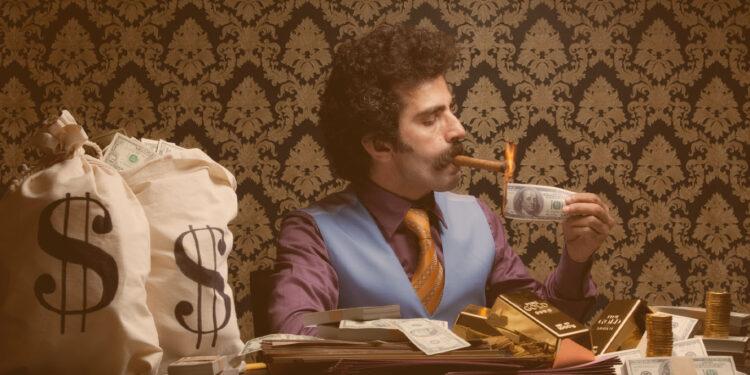 Time mais rico do Brasil: Homem acendendo um charuto com uma nota de dinheiro